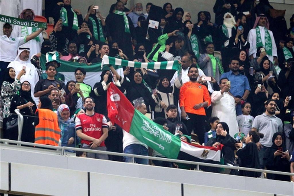 Per le donne in Arabia Saudita si sono aperte le porte degli stadi