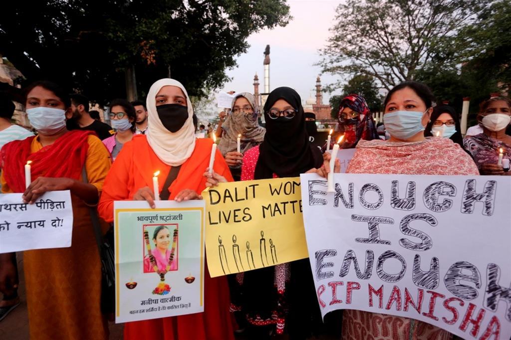 Proteste in India per l'uccisione delle ragazze dalit