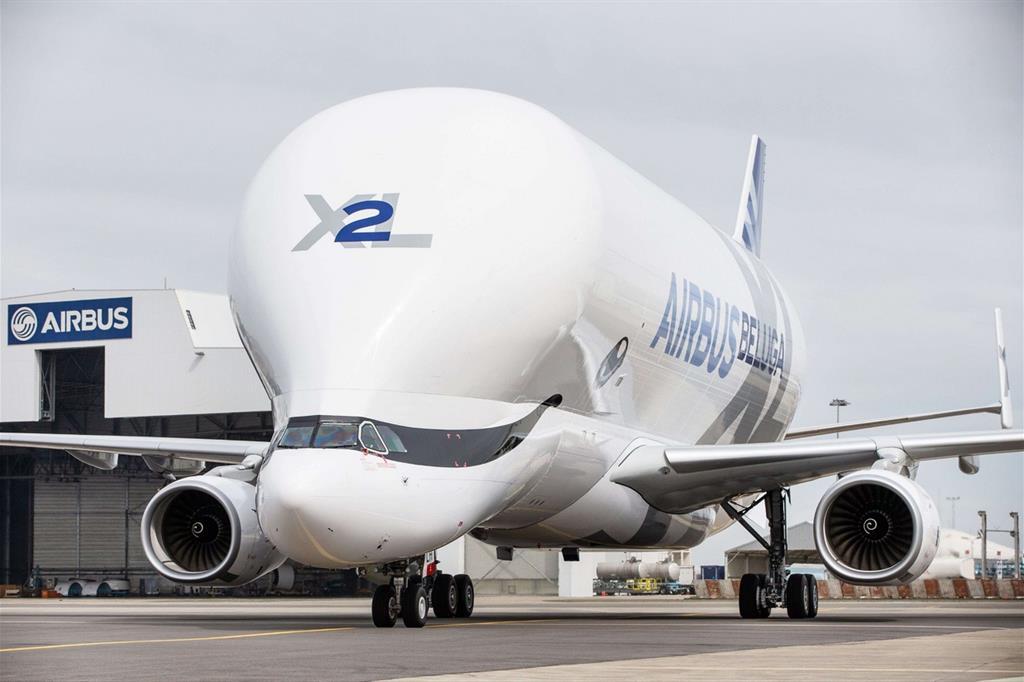 Il muso del BelugaXL, con la sua caratteristica forma e la cabina abbassata - Airbus