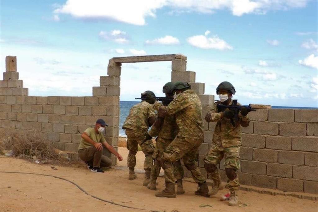 Addestramento da parte della Turchia in Libia davanti alle motovedette italiane e sul terreno