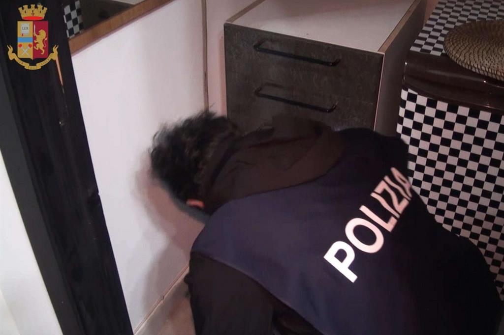Un cadre, tiré d'une vidéo mise à disposition par la police, sur l'opération effectuée hier à Reggio de Calabre