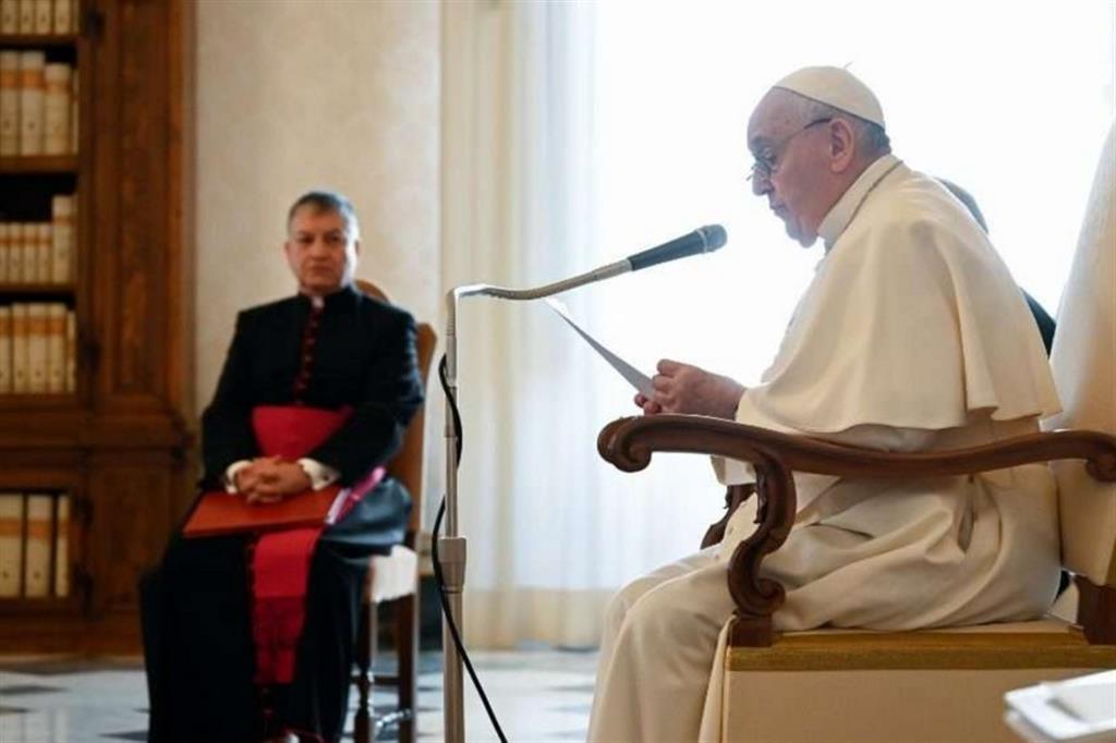 Il Papa: nel futuro del mondo e nelle speranze della Chiesa ci sono i piccoli