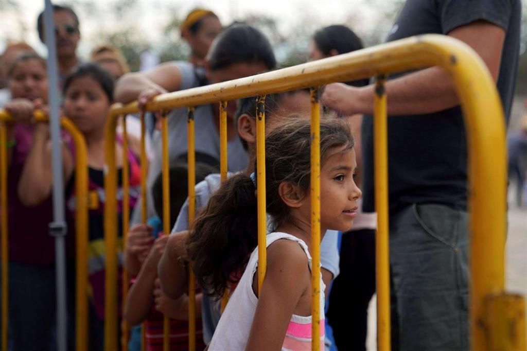 Crolla il muro: addio al campo di Trump