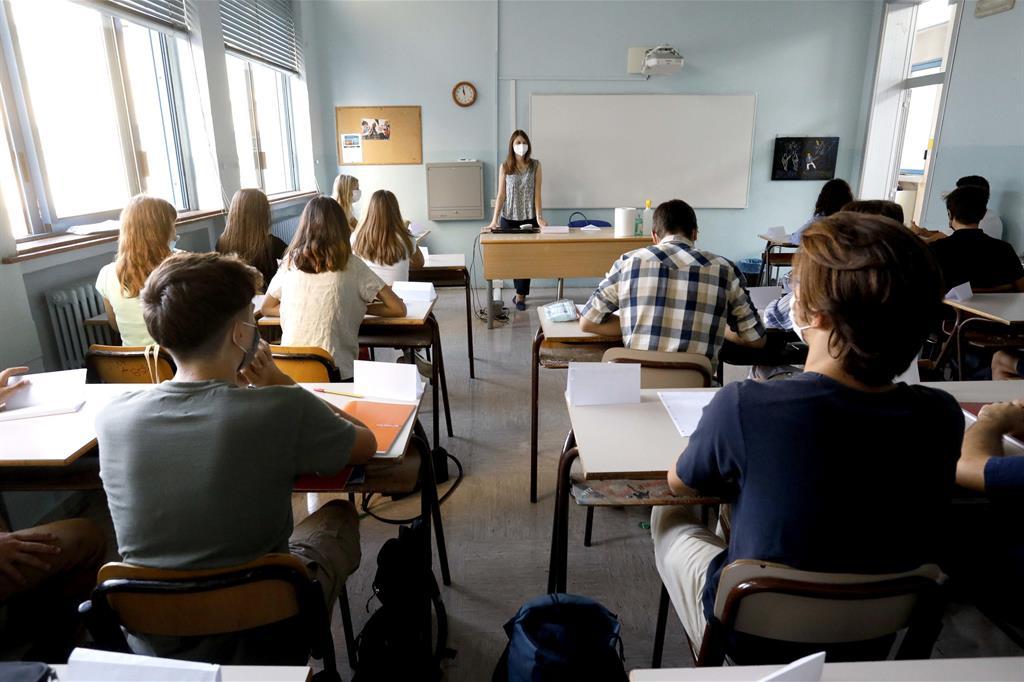 Studenti di Milano rientrano in classe per il primo giorno di scuola, il 13 settembre 2021 - Ansa