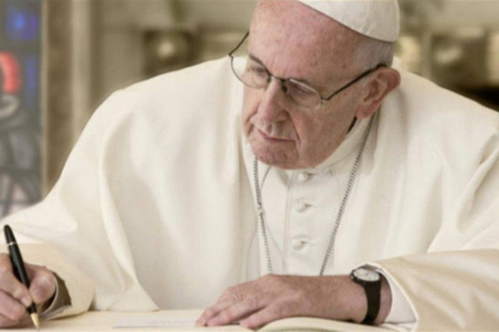 Il Papa: Dio si fa vicino a tutti con cuore di Padre
