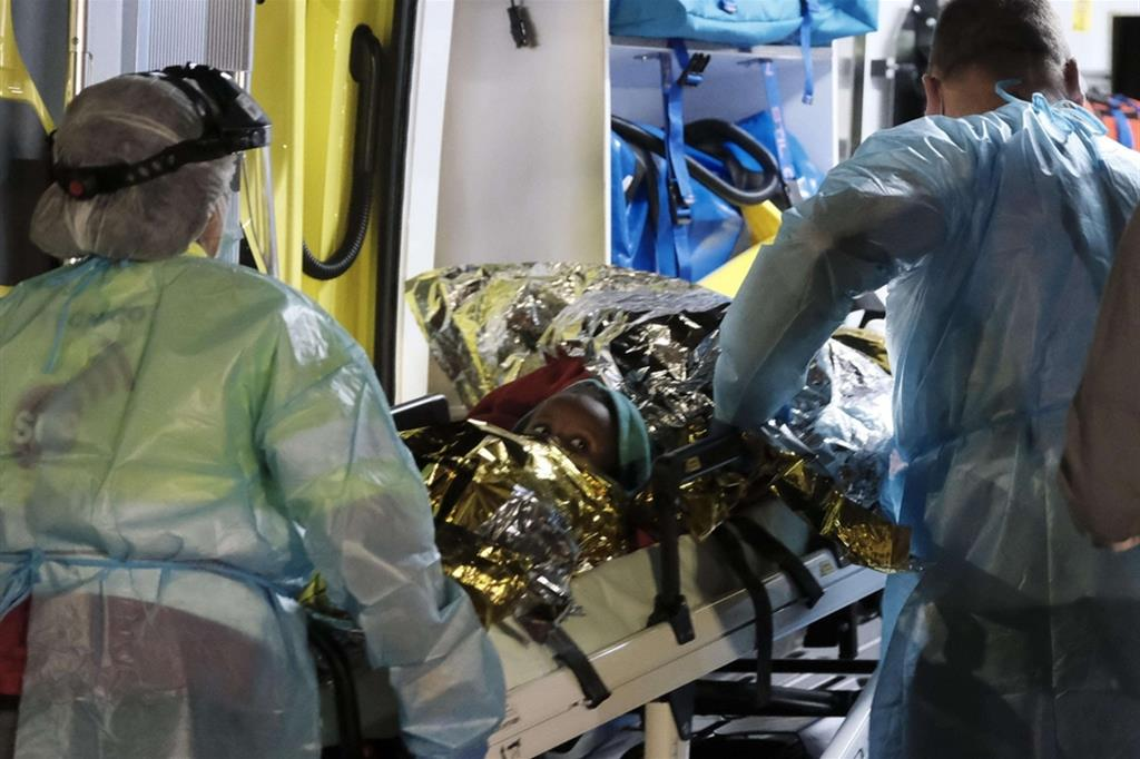Alle Canarie barcone con 52 a bordo: una bimba rianimata sul molo