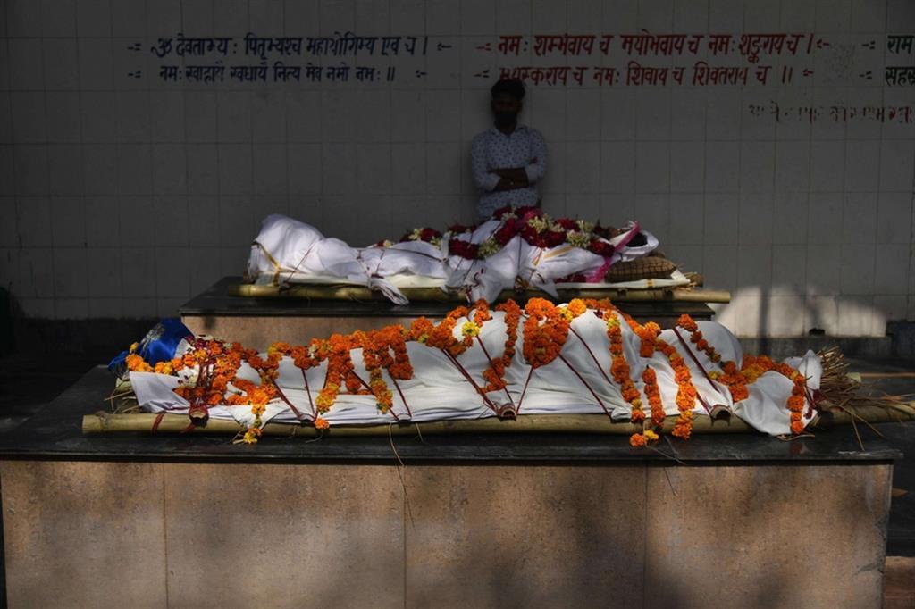 In attesa della cremazione - Ansa