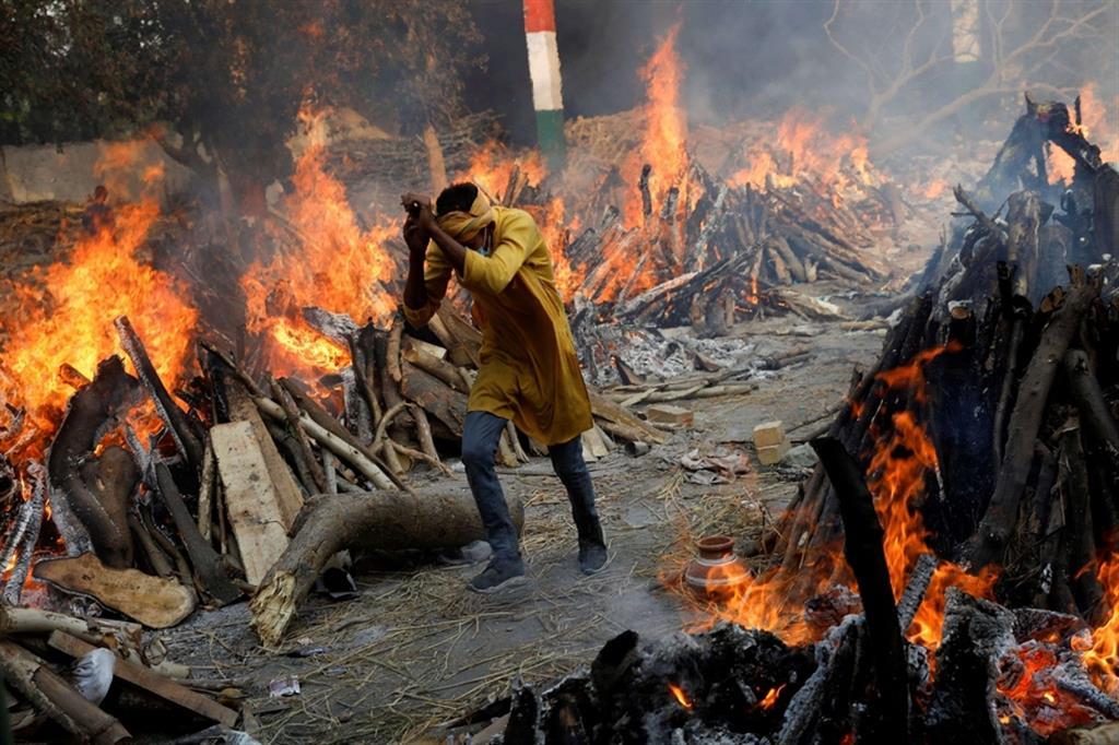 Un girone dantesco nell'inferno india no del Covid - Reuters