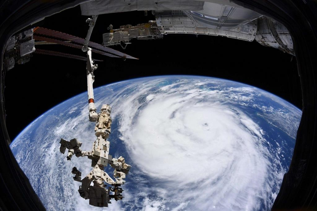 Una immagina presa alla Stazione spaziale internazionale: l'uragano Ida si ammassa nel Golfo del Messico prima del suo arrivo in Louisiana. - Ansa