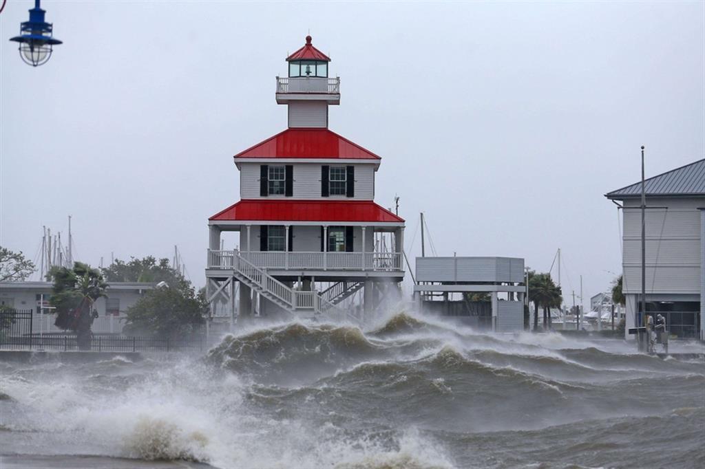 Onde alte nel lago Pontchartrain a New Orleans - Reuters