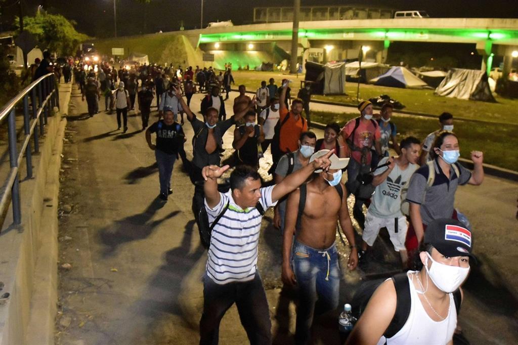 La prima tappa è il Guatemala, dove nei giorni scorsi è già arrivata una comitiva più piccola di 600 persone, subito respinte - Ansa