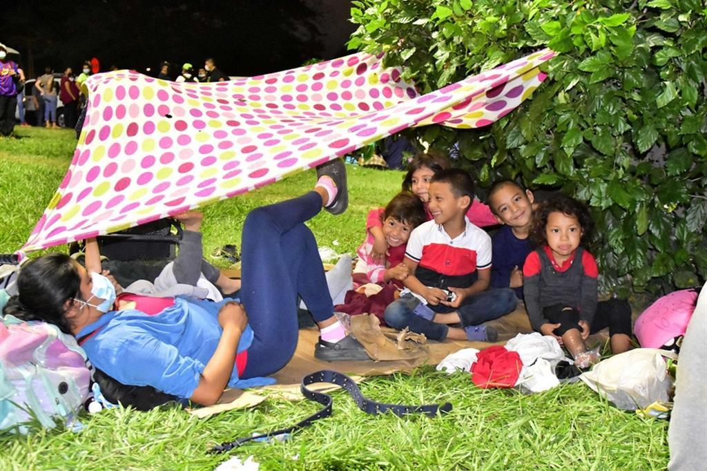Il tratto più difficile è il Messico che, da oltre due anni, blocca e rimpatria i migranti irregolari - Ansa