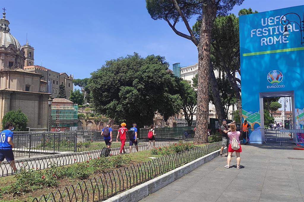 Tifosi per via dei Fori imperiali (Roma) - Agnese Palmucci