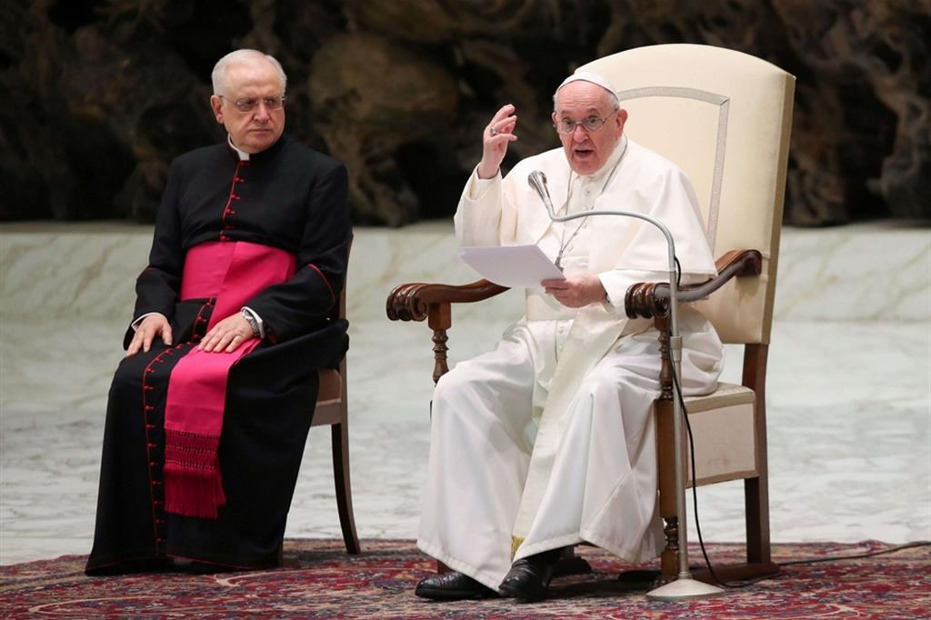 Il Papa: «La violenza sulle donne è una piaga aperta»
