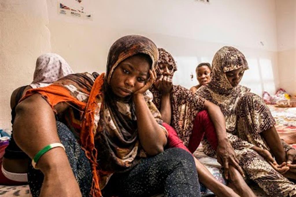 Immagine d'archivio: alcune donne detenute in un campo di prigionia a Tripoli / Robert Y. Pelton /Moas