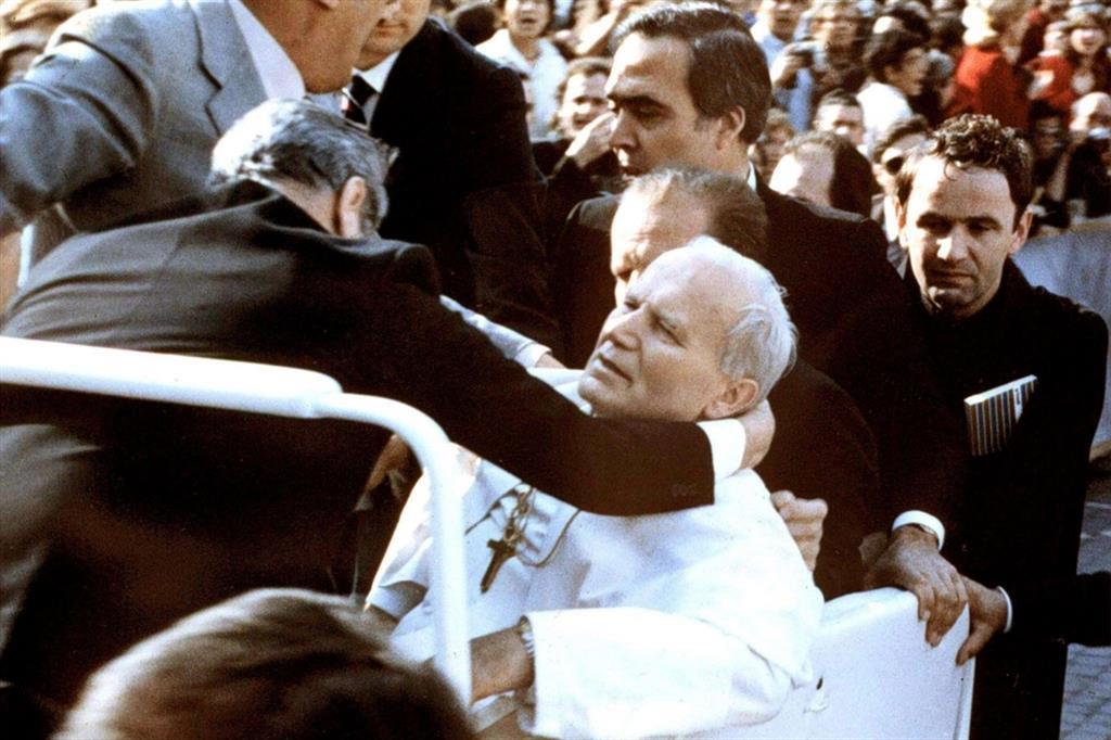 Giovanni Paolo II è stato appena colpito. Era il 13 maggio 1981
