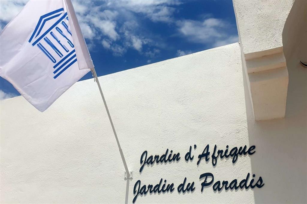 """Inaugurato dallo scultore Rachid Koraichi, si chiama """"Giardino d'Africa"""" e si trova a Zarzis. """"Vorrei dare a queste persone un primo assaggio del paradiso"""" ha spiegato il creatore. - Délégation de Tunisie à l'UNESCO et à l'OIF /Twitter"""