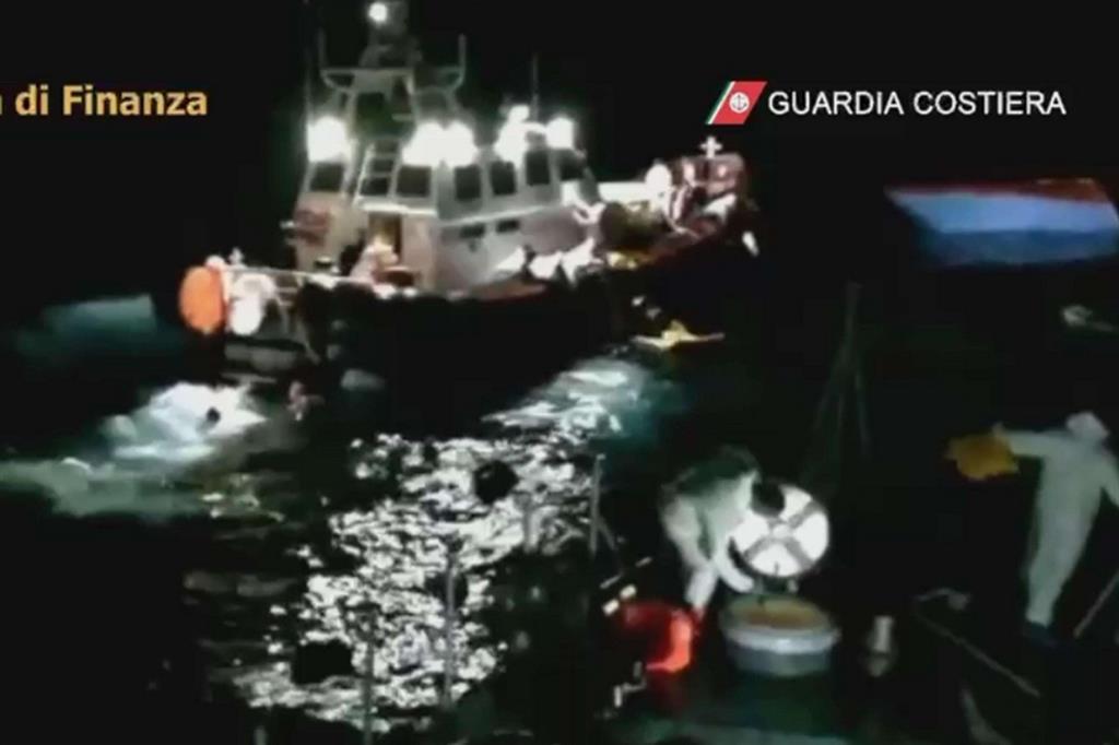 L'intervento di salvataggio del 20 febbraio vicino a Lampedusa