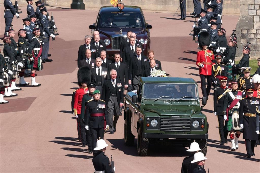 Il corteo funebre - Reuters