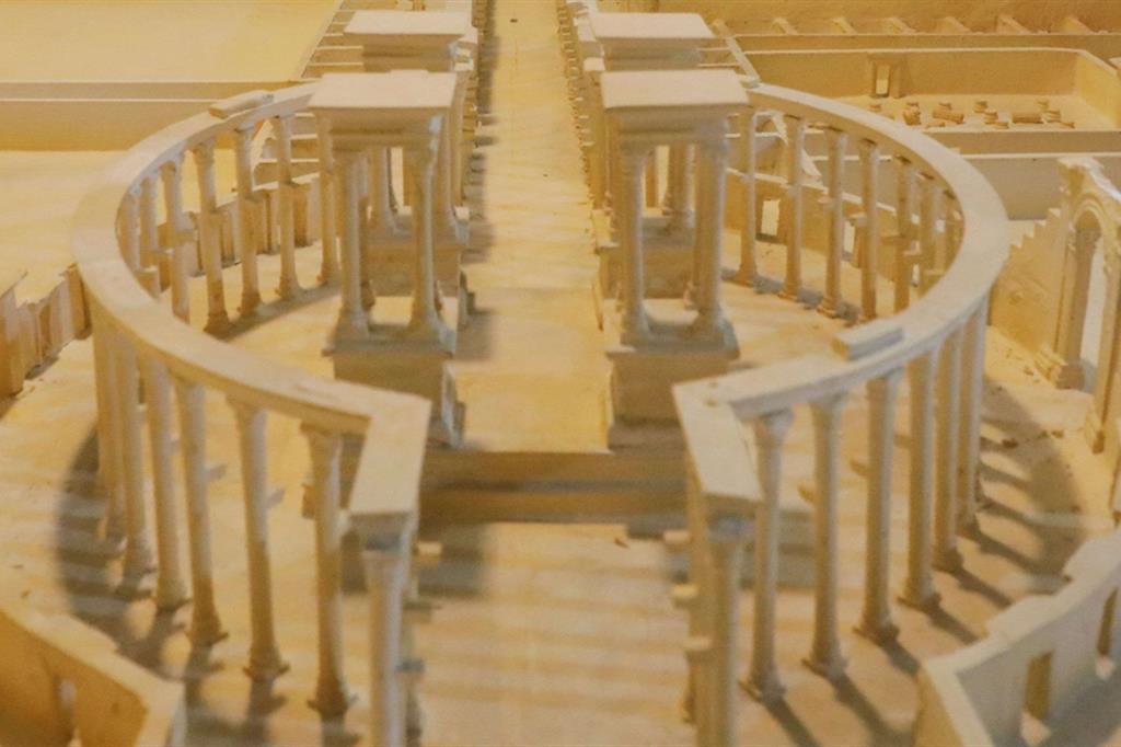 Ali Taha ha ricostruito gli edifici dell'antica città di Palmira. Molti di questi erano arrivati all'età contemporanea, poi distrutti dalla guerra civile - Reuters