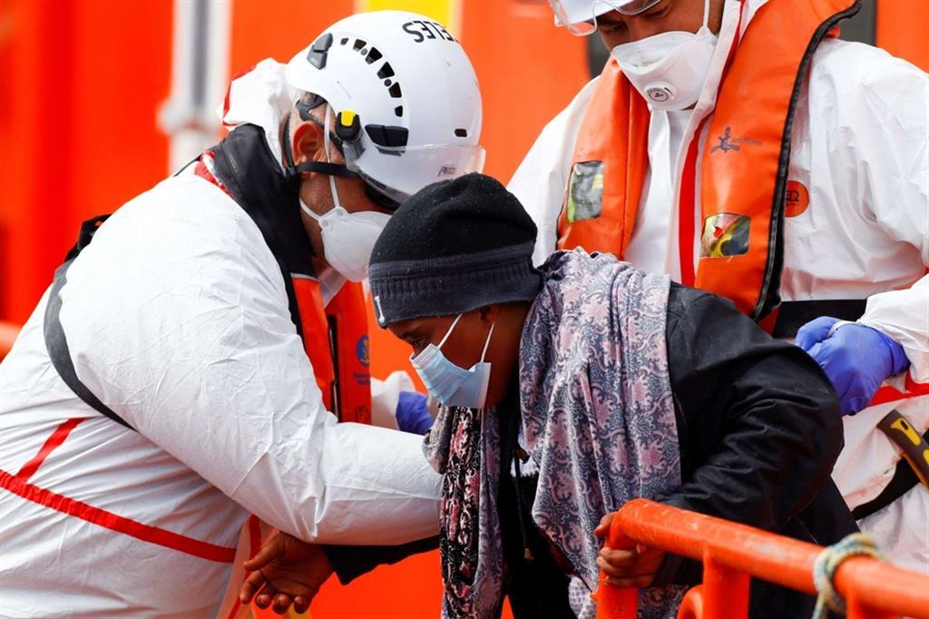 Sono 503 i migranti morti dall'inizio dell'anno mentre cercavano di attraversare il Mediterraneo centrale, più del triplo rispetto allo stesso periodo del 2020, quando si registrarono 150 morti. Sono invece 103 le persone che hanno perso la vita nel tentativo di raggiungere la Spagna dal Nord Africa. L'incidente più grave finora di quest'anno è avvenuto il 22 aprile, quando un naufragio ha causato la morte di 130 persone al largo delle coste libiche.