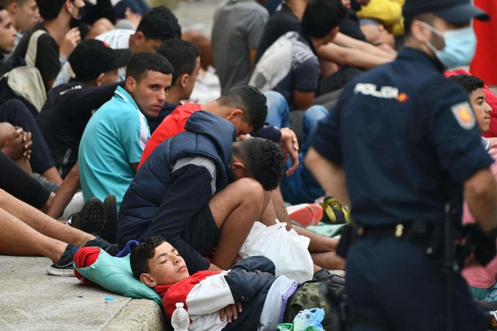 Quei duemila giovanissimi nel limbo di Ceuta