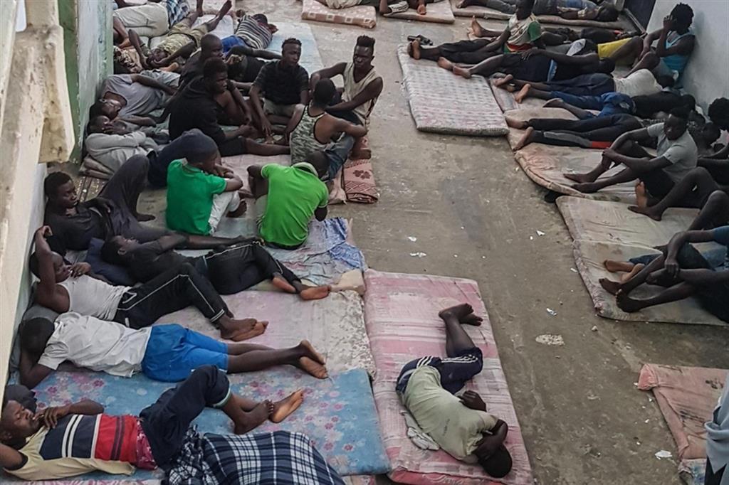Il centro di detenzione profughi di Zawiya, a 30 chilometri da Tripoli