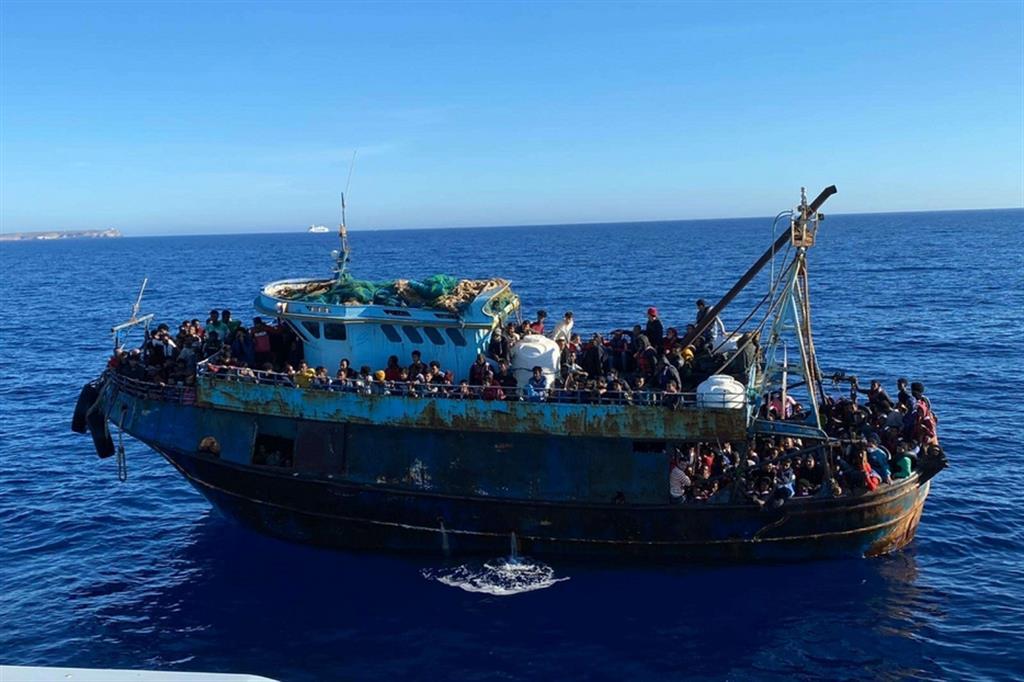 Una delle imbarcazioni approdate domenica a Lampedusa