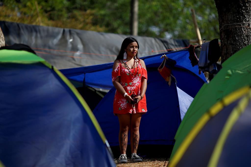 """Da fine agosto, in 6.000 sono arrivati a Brasilia, città dove ha sede la Corte Suprema. Lottano """"pela vida"""", """"per la vita"""". - Reuters"""