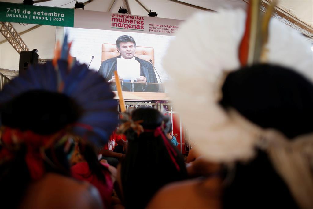 La restituzione di terre agli indigeni è regolata dalla Costituzione del 1988. Grazie alle previsioni della Carta, i nativi sono tornati in possesso di 117 milioni di ettari di foresta (la metà di quelli rivendicati). - Reuters