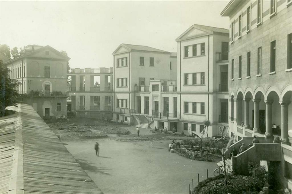 Alcuni edifici della Sacra Famiglia nel 1932 - Fondazione Sacra Famiglia