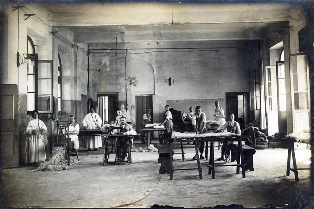 Il laboratorio artigianale dove si preparavano materassi - Fondazione Sacra Famiglia