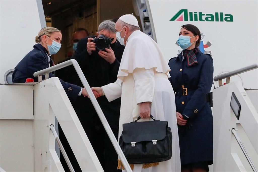 Il Papa in partenza da Fiumicino per l'Iraq
