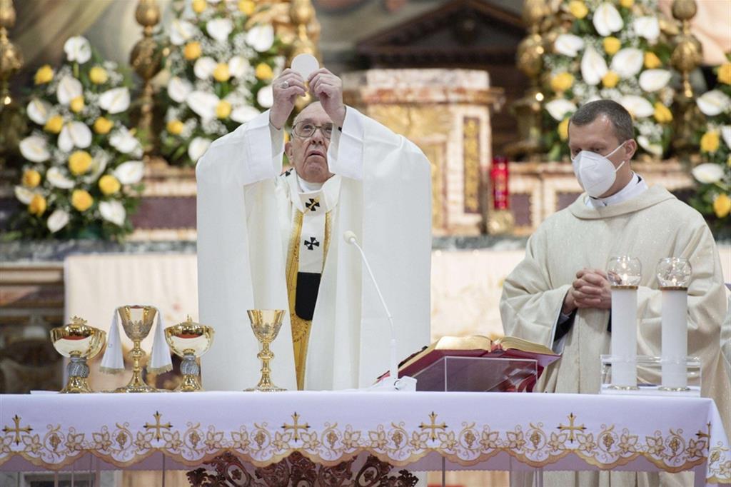 Il Papa: non viviamo una fede a metà
