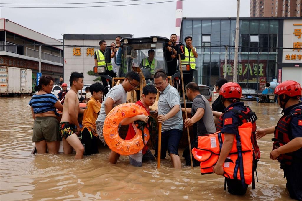 Il dipartimento provinciale di gestione delle emergenze ha fatto sapere che un totale di 376.000 residenti locali sono stati trasferiti in luoghi più sicuri. - Reuters
