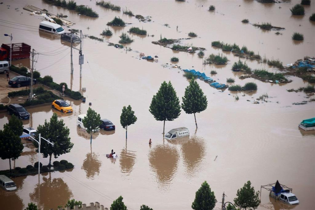 Inondazioni nella provincia dell'Henan: almeno 33 le vittime