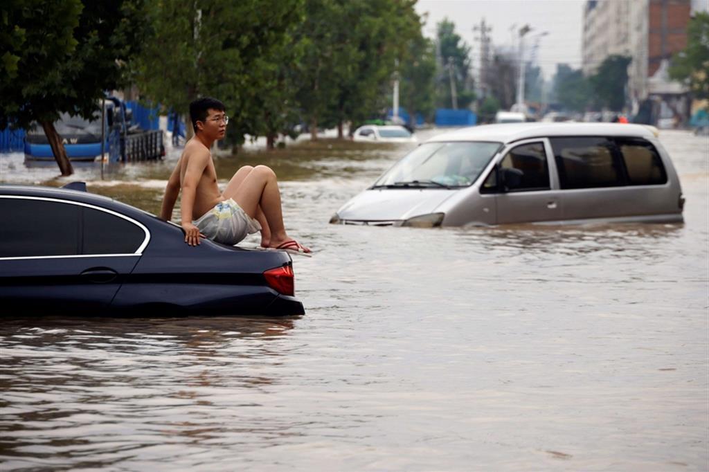L'acqua piovana ha danneggiato più di 215.200 ettari di colture, causando una perdita economica diretta di circa 1,22 miliardi di yuan (circa 188,6 milioni di dollari). - Reuters