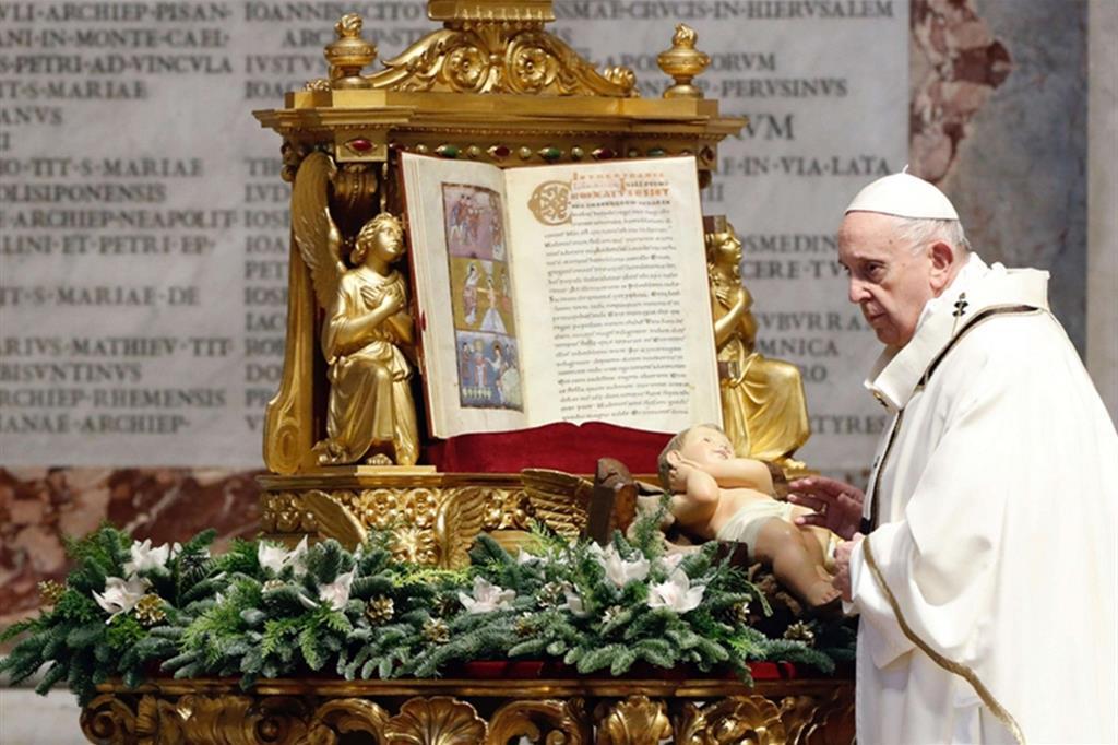 Il Papa: adorare Dio è scoprirlo nascosto nelle situazioni semplici