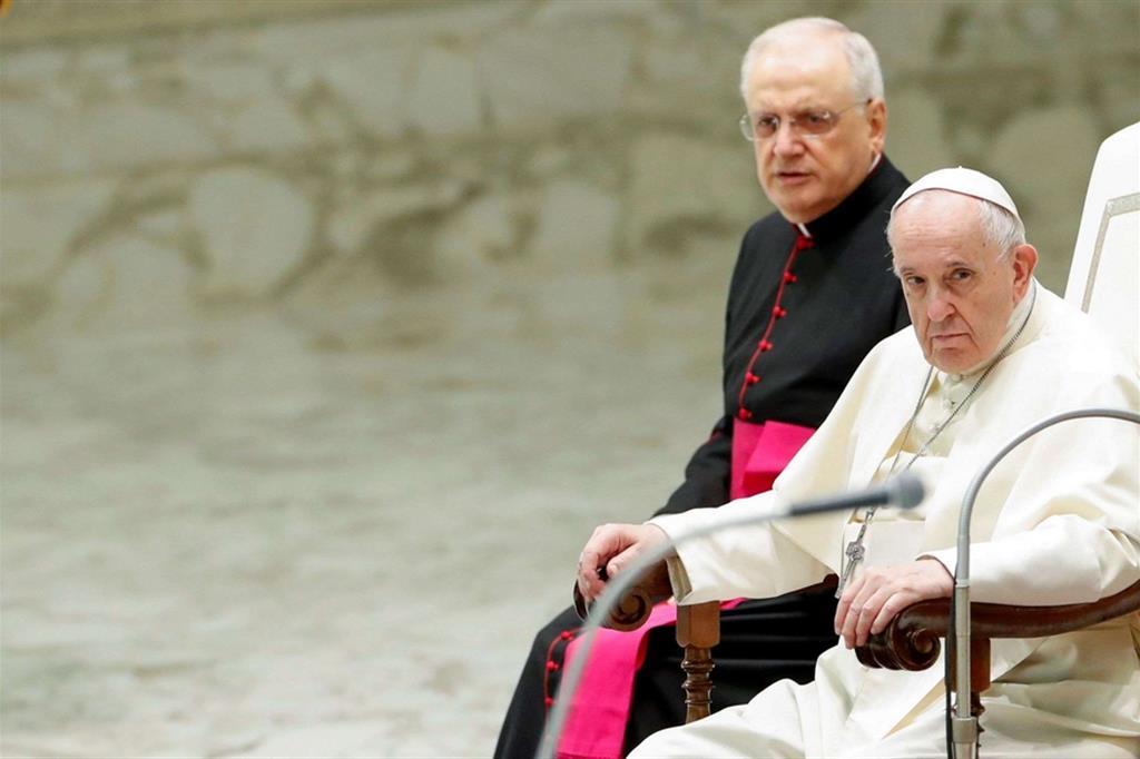 Il Papa: anche oggi c'è la schiavitù e le donne non hanno stesse opportunità