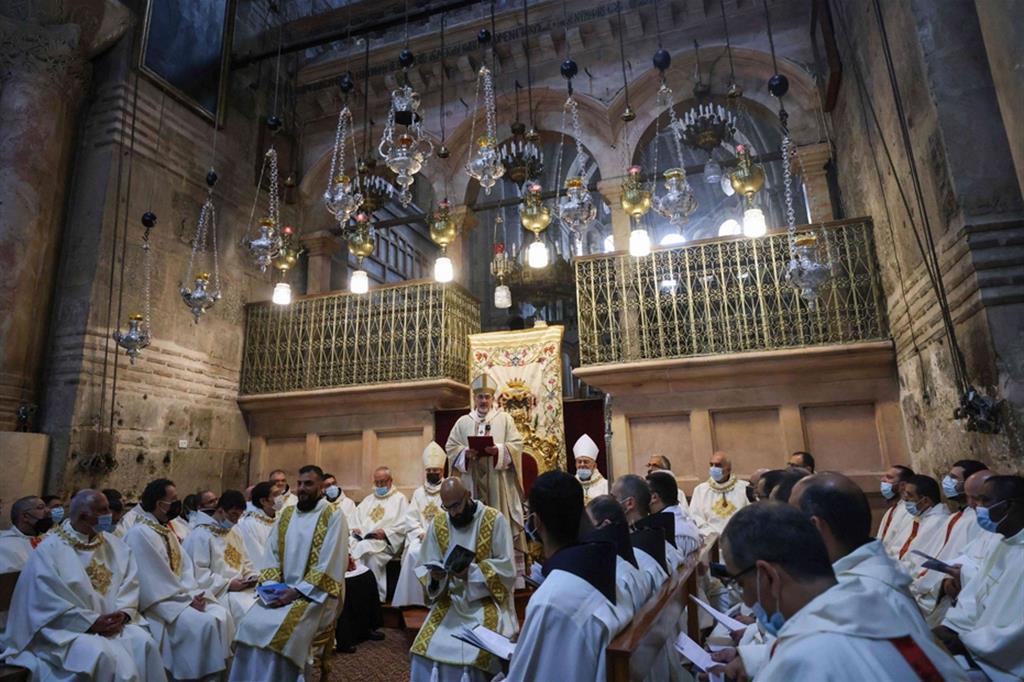 La cerimonia della Lavanda dei piedi con il patriarca Pierbattista Pizzaballa. - Ansa